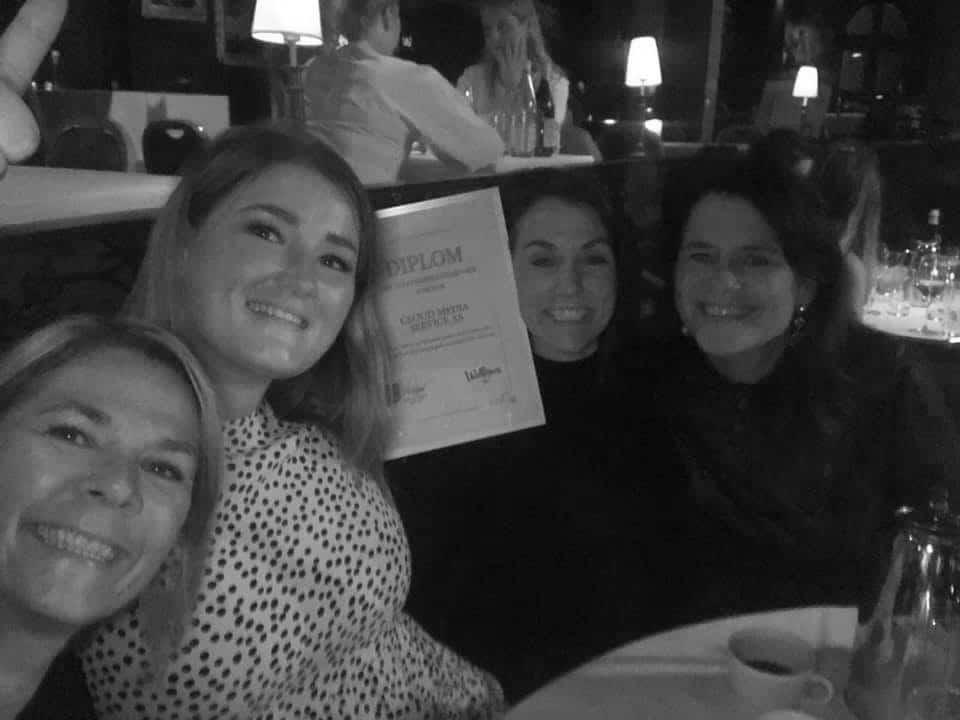 Prisvinnerne med diplom i Wallmans Oslo